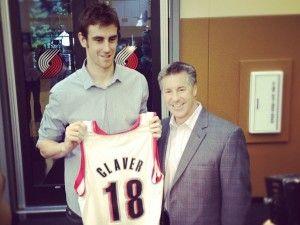 Víctor Claver, con el 18 (Foto: Portland Trail Blazers facebook).