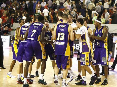 El Blancos de Rueda Valladolid celebrando una importante victoria (ACB PHOTO / J. Alberch)