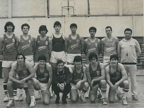 Estudiantes Juvenil A con Fernando Martín en la temporada 80-81 junto a Antonio Sacedo, Ángel Goñi y largo etc