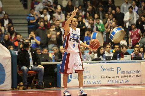 Andres Rodriguez marca jugada