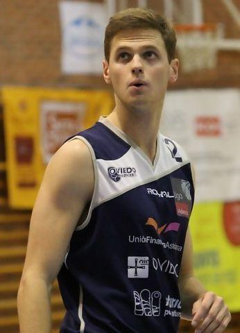 Will Hanley, brillante estreno de un rookie en la Adecco Plata (foto deferencia del Unión Financiera Asturiana Oviedo Baloncesto)