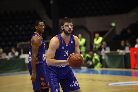 Bojan Dubjlevic, al tiro libre (Foto: Nymburk)