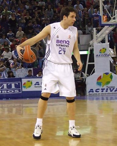 Raül López organizando el juego blanco (foto: FM)