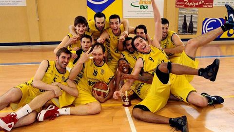 Celebrando el ascenso a la Adecco Plata con el Xuven 2012-13