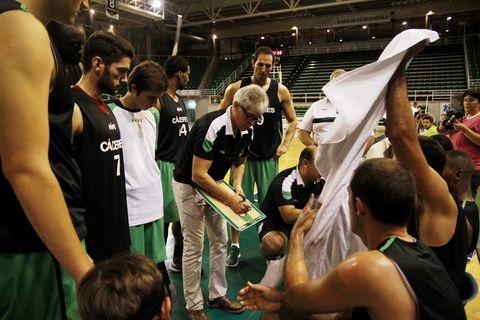 Ñete Bohigas ha construido un equipo temible pensando en los playoff (foto Luis Cid-CáceresBasket)