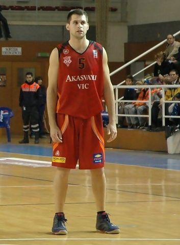 Eduard Jiménez (16 puntos y 5/6 triples) fue el MVP del partido