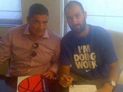Spanoulis al lado de su agente, Misko Raznatovic / Foto: Olympiacos.gr