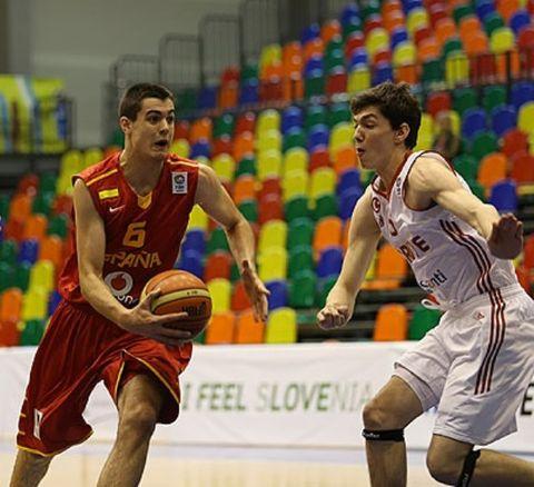 Alberto Abalde con la selección U18 (foto FIBA Europe)
