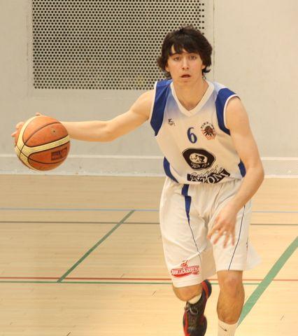 Aitor Alberdi, debut en plata a los 16 años con Askatuak