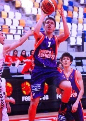 Iker Andia con el Valencia BC