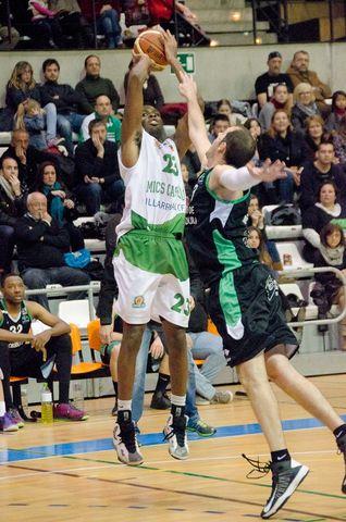 Ola Atoyebi sigue ejerciendo de MVP (foto Pascual Cándido)