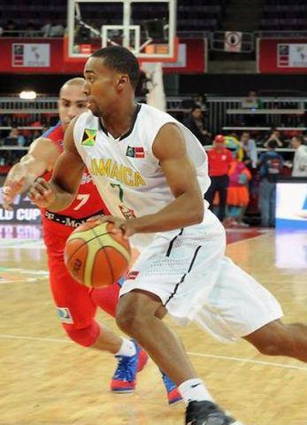 Garfield Blair con Jamaica contra Puerto Rico (foto FIBA America)