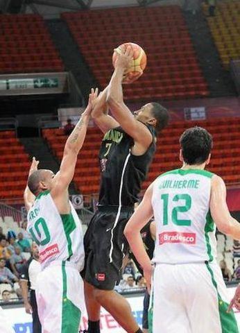 Garfield Blair en la reciente victoria contra Brasil (foto FIBA America)