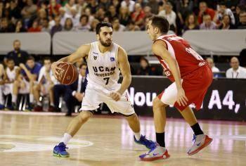 Campazzo ante Álex Hernández (Foto: ACBmedia.net)
