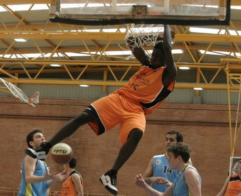 El poderoso juego de Walter Junior (foto frombasket)