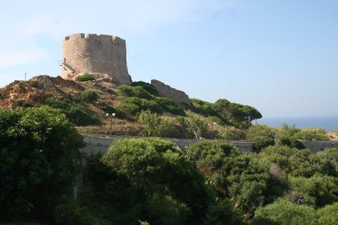 Atalaya defensiva en Santa Teresa Gallura (Foto: J.R. Sanchis).