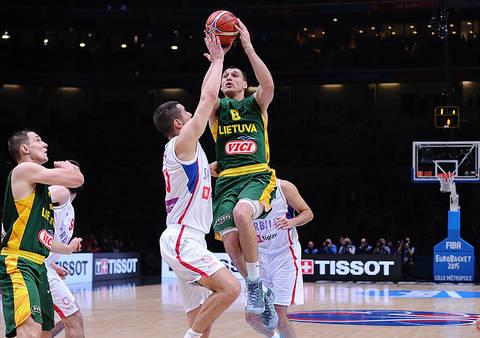 Maciulis entrando a canasta (Foto: FIBA Europa)