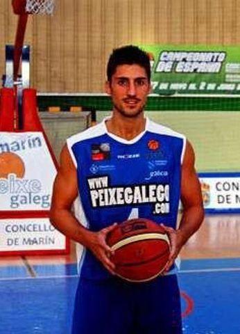 Darío Suárez, primer cambio de camiseta en muchísimos años (foto web Marín Peixegalego)