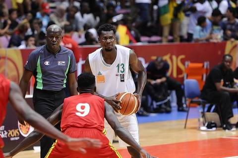 Max Kouguere ante Uganda (Foto: FIBA Africa)