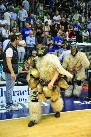 Los ancestros, en pie de guerra (Foto: página oficial FB Dinamo).
