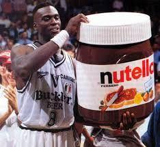 Orlando Woolridge con su premio Nutella.