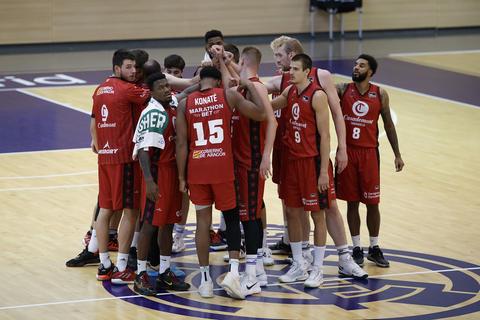 Los jugadores de Casademont Zaragoza haciendo piña (foto:basketzaragoza.net)