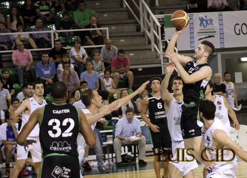 Nikola Rakocevic, factor clave de las semifinales Cáceres-CB Prat (foto Luis Cid)
