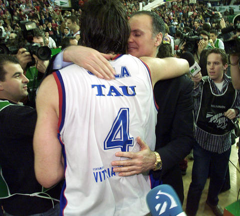 Foto:Saski Baskonia.Scola e Ivanovic campeones de Copa del Rey 2004