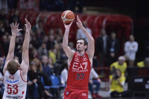 Stanko Barac lanzando (Foto: Legabasket.it)