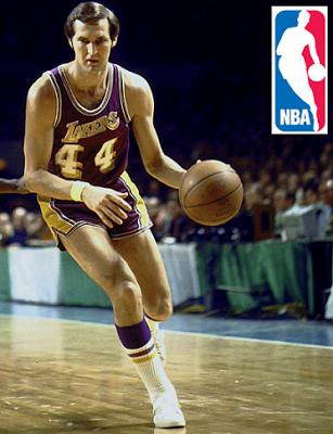 ¿Por qué llego Jerry West a ser el logo de la NBA  El Comisionado de la NBA  Walter Kennedy buscaba darle un nuevo empuje de imagen a la NBA 397f843e8d1