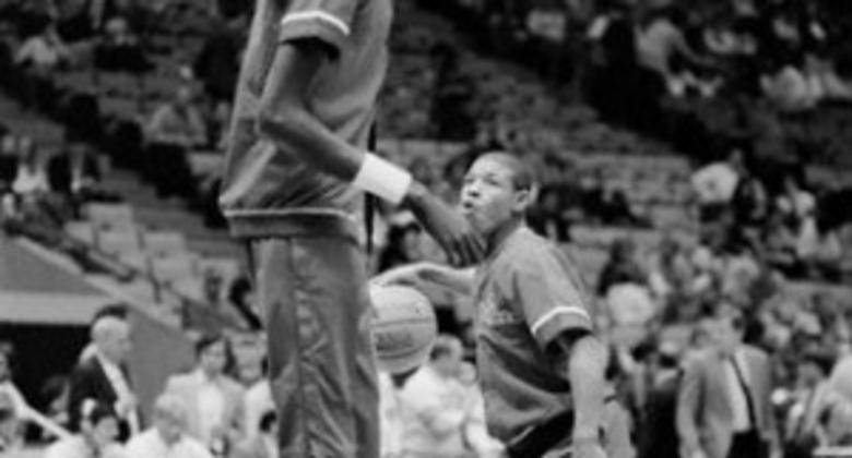 El jugador más alto, Manute Bol (2.31), coincidió en Washington con Tyrone Bogues, el más bajo de la historia de la NBA (Foto: Clifford Ginsburg)