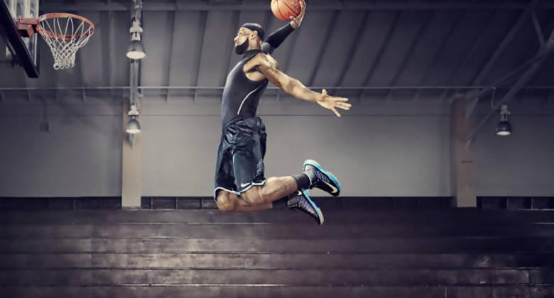 LeBron James luce las Nike+ Basketball