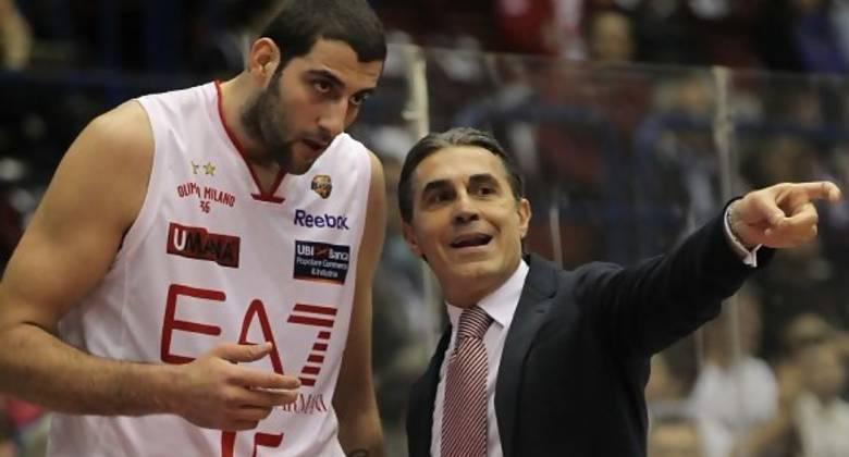 Sergio Scariolo junto a Bourousis