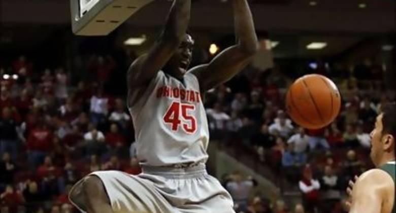 Othello Hunter machaca en su etapa universitaria con Ohio State. Foto: toledoblade.com