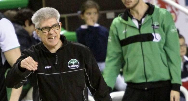Ñete Bohigas, mejor entrenador de marzo (foto Luis Cid-CáceresBasket)