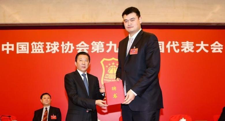 Yao Ming fue elegido presidente de la Federación China de Básquet