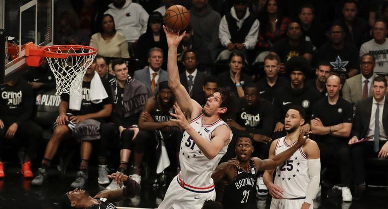 Los 76ers vencieron 122-100 a los Nets