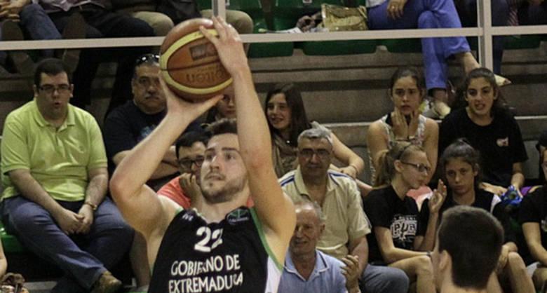 Nikola Rakocevic, implacable desde el triple (foto Luis Cid)