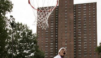 Brandon Jennings de Oak Hill Academy, jugando en la calle (Foto: bouncemag.com)