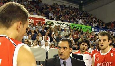 Ricard Casas deja el banquillo de Manresa por el de Pamesa (Foto: ACB)