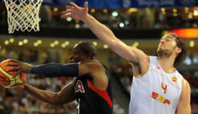Pau Gasol no puede parar a Dwayne Wade  (Foto: Fiba.com)