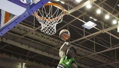 Mensah Bonsu en su intento más contundente (foto: ACB Media)