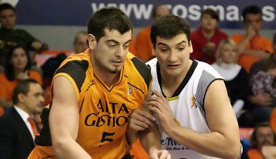 Tskitishvili y Jesús Fernández pelean por la posición (foto: FM)