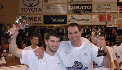 50 Ricardo Busciglio y Camilo Riveiro con sus trofeos