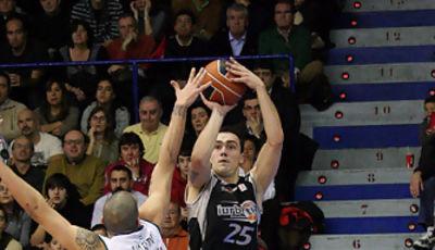 Markota lanza el triple (Foto Baskerland)