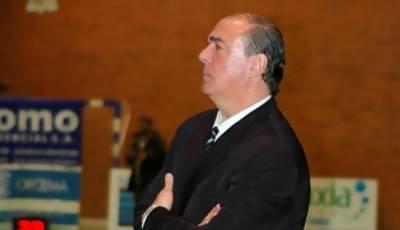 Quino Salvo sigue el encuentro (Foto: Chema González)