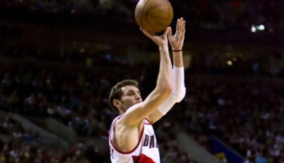 Rudy Fernandez pulverizando redes NBA desde la larga distancia (Foto: Bruce Ely/The Oregonian)