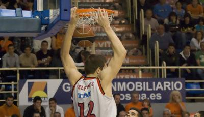 Mirza Teletovic machaca la canasta (foto: FM)