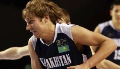 Anton Arsenyev defendiendo los colores de la selección kazaja en el Mundial U-19 (Foto: FIBA)