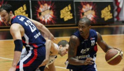 Thornton fue el mejor hombre de Efes Pilsen en el partido de la jornada (Foto www.efesbasket.org)